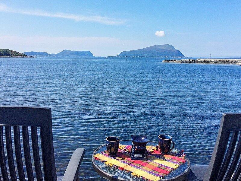 20 person holiday home in Brattvåg, alquiler vacacional en Sandoy Municipality