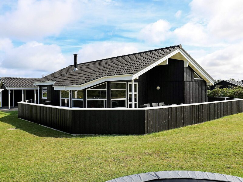 Tranquil Holiday Home in Hjørring with Sauna, casa vacanza a Lonstrup