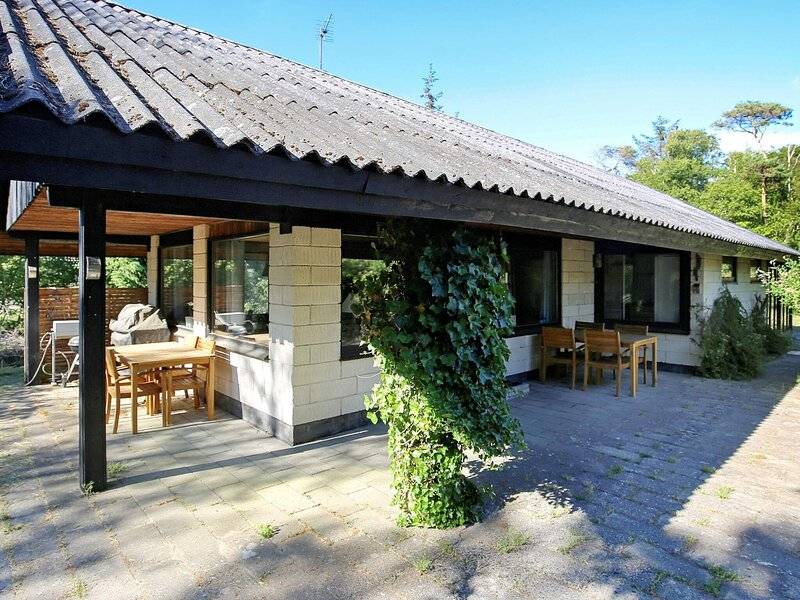 Charming Holiday Home in Zealand with Roofed Terrace, holiday rental in Nykoebing