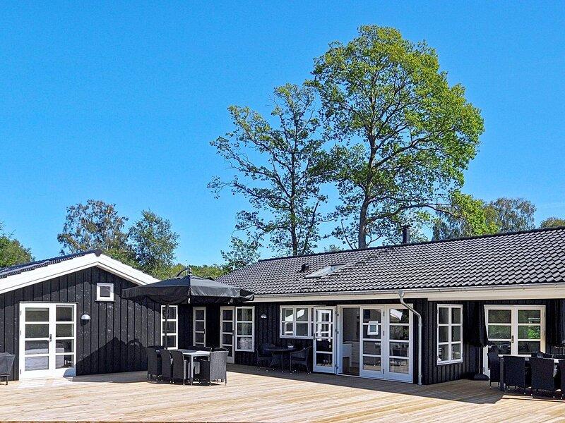 Elegant Holiday Home in Ebeltoft with Sauna, location de vacances à Femmoeller