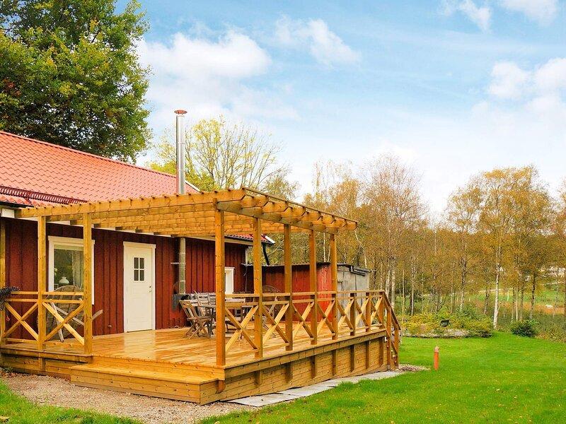 5 person holiday home in LILLA EDET, alquiler vacacional en Nygard