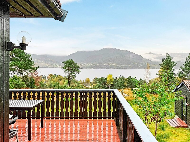 6 person holiday home in Ostereidet, holiday rental in Matre