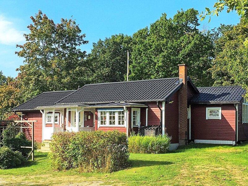 8 person holiday home in VÄCKELSÅNG, alquiler vacacional en Eringsboda