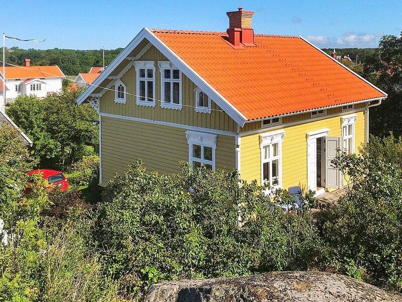 6 person holiday home in HÄLLEVIKSSTRAND – semesterbostad i Fiskebäckskil