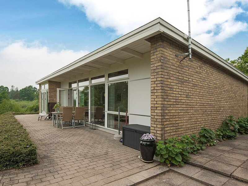 Tranquil Holiday Home in Ebeltoft near Sea, location de vacances à Femmoeller