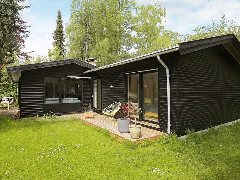 8 person holiday home in Frederiksværk, location de vacances à Kulhuse