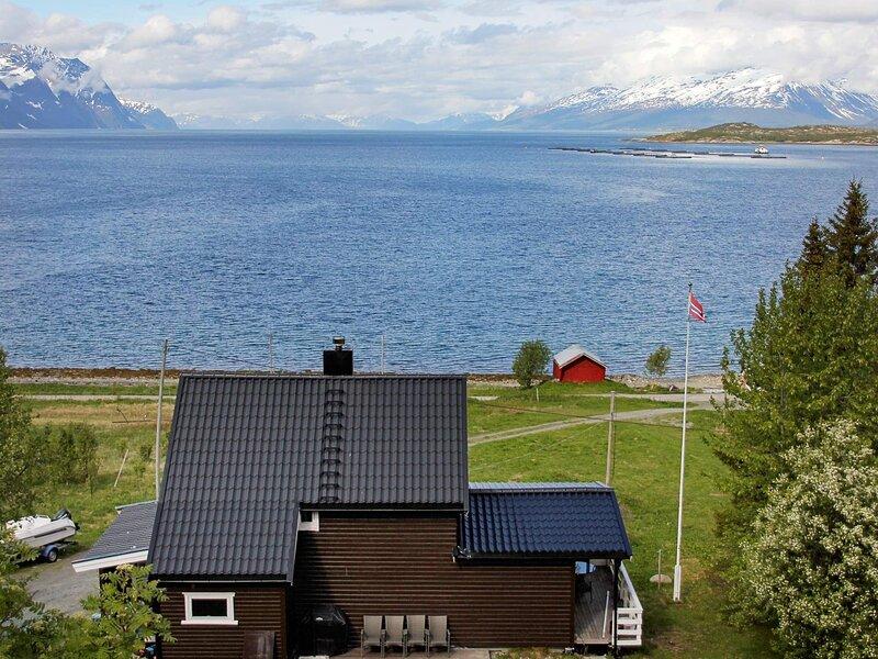 10 person holiday home in Lyngseidet, casa vacanza a Lyngseidet