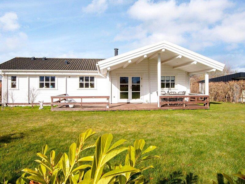 4 person holiday home in Egå, casa vacanza a Risskov