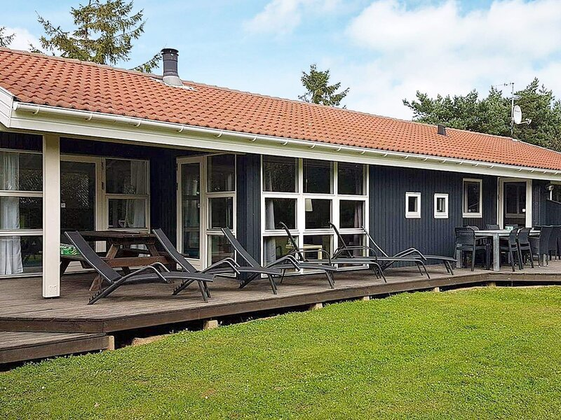 Lavish Holiday Home in Syddanmark with Swimming Pool., location de vacances à Rudkobing