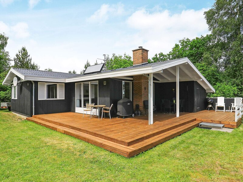 Beautiful Holiday Home in Højslev with Swing And Sandpit, holiday rental in Vesthimmerland Municipality