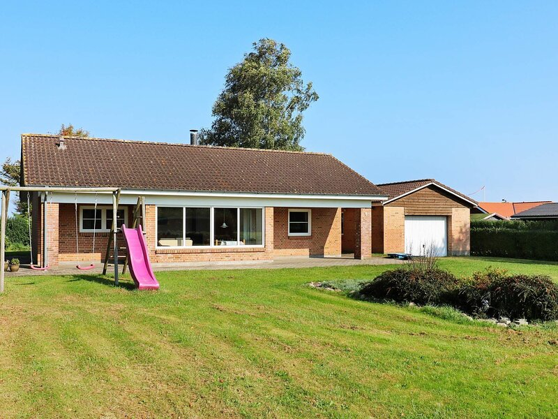 Beautiful Holiday Home in Storvorde with Whirlpool, location de vacances à Hals