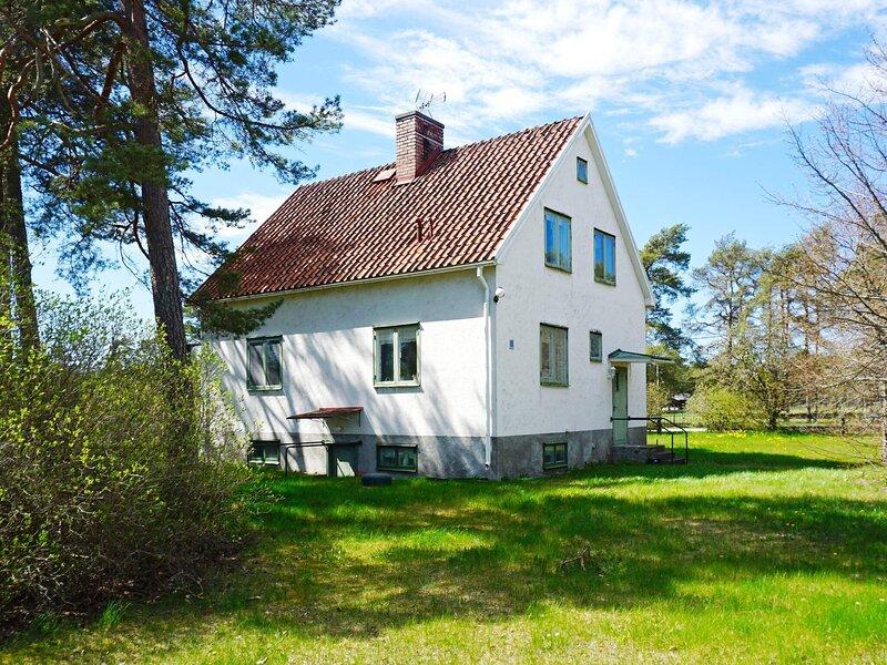 4 person holiday home in STÅNGA, location de vacances à Klintehamn