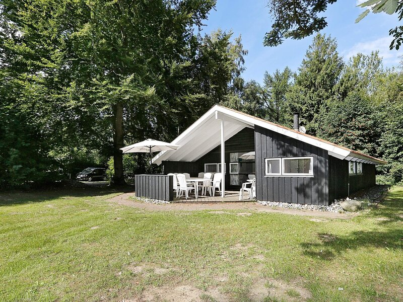 Cozy Holiday Home in Melby with Sauna, holiday rental in Hundested