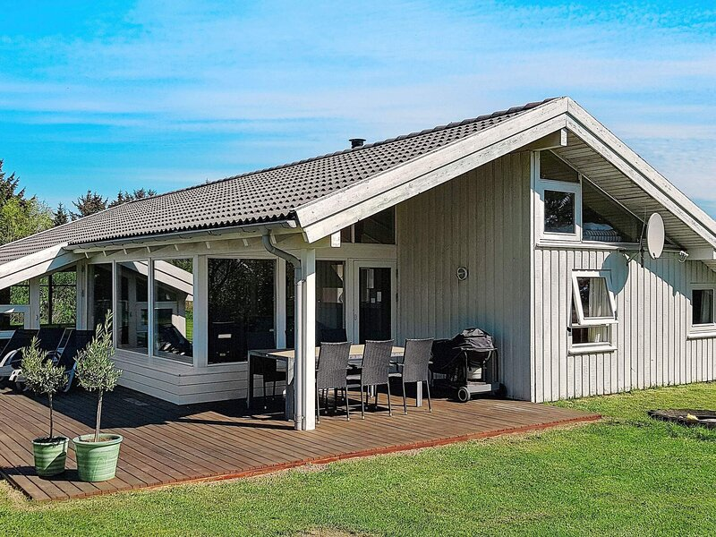 Lovely Holiday Home in Lønstrup with Swimming Pool, casa vacanza a Lonstrup