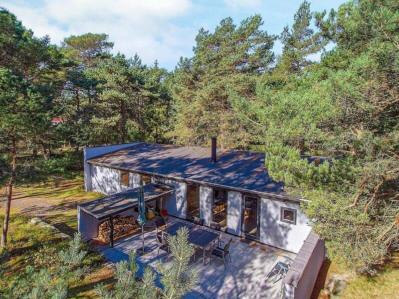 Splendid Holiday Home in Nexø with Sauna, location de vacances à Dueodde
