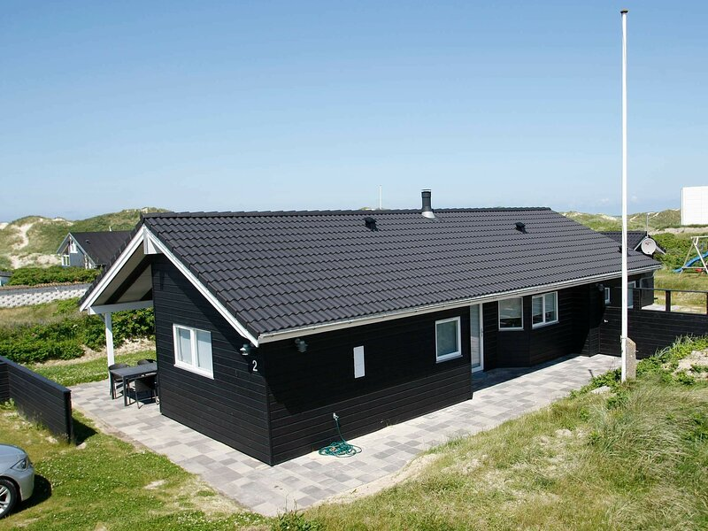 Beautiful Holiday Home in Blokhus with Jacuzzi, holiday rental in Jammerbugt Municipality
