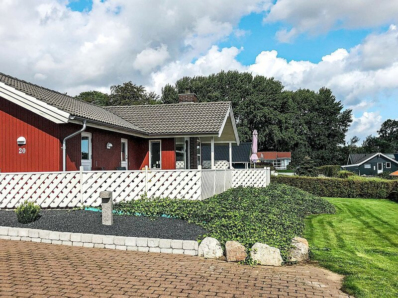 Opulent Holiday Home in Sjolund with Whirlpool, holiday rental in Vejen