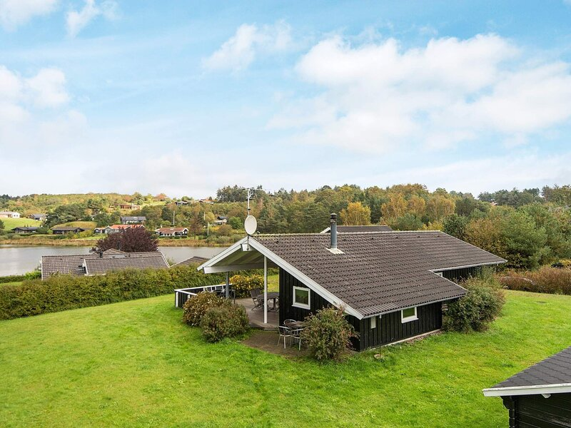 Gorgeous Holiday Home in Ebeltoft with Whirlpool, location de vacances à Femmoeller