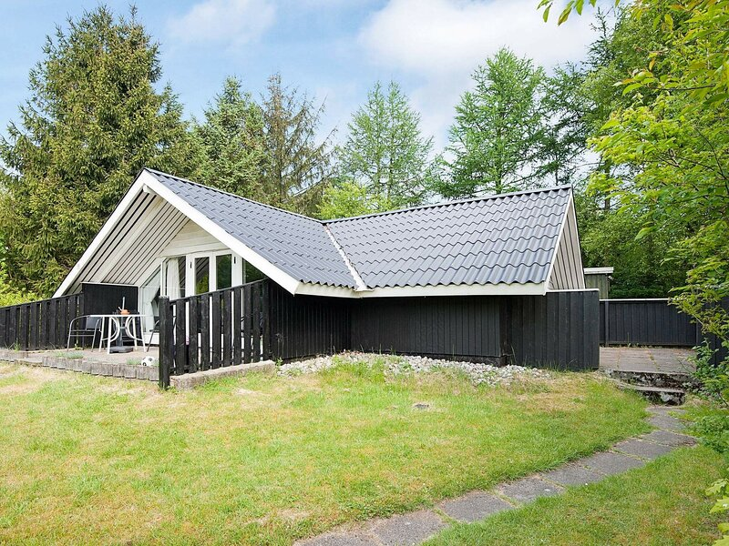 Lovely Holiday Home in Arrild with Barbecue, holiday rental in Ribe