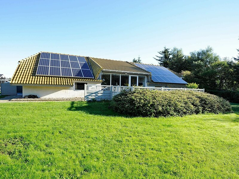 Exquisite Holiday Home in Hemmet with Swimming Pool, location de vacances à Bork Havn