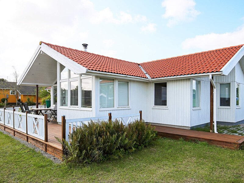 Pleasant Holiday Home in Jaegerspris Denmark with Lawn, casa vacanza a Oroe