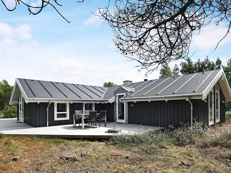 Scenic Holiday Home in  Ålbæk with Terrace, holiday rental in Hulsig