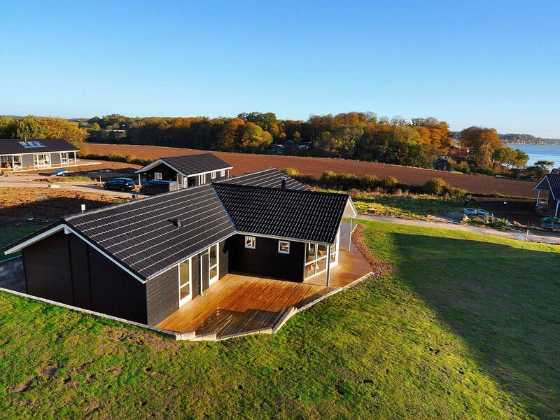 Beautiful Holiday Home in Haderslev with Swimming Pool, holiday rental in Genner