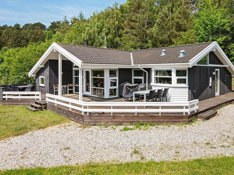 Lovely Holiday Home in Ebeltoft Jutland with Terrace, location de vacances à Femmoeller