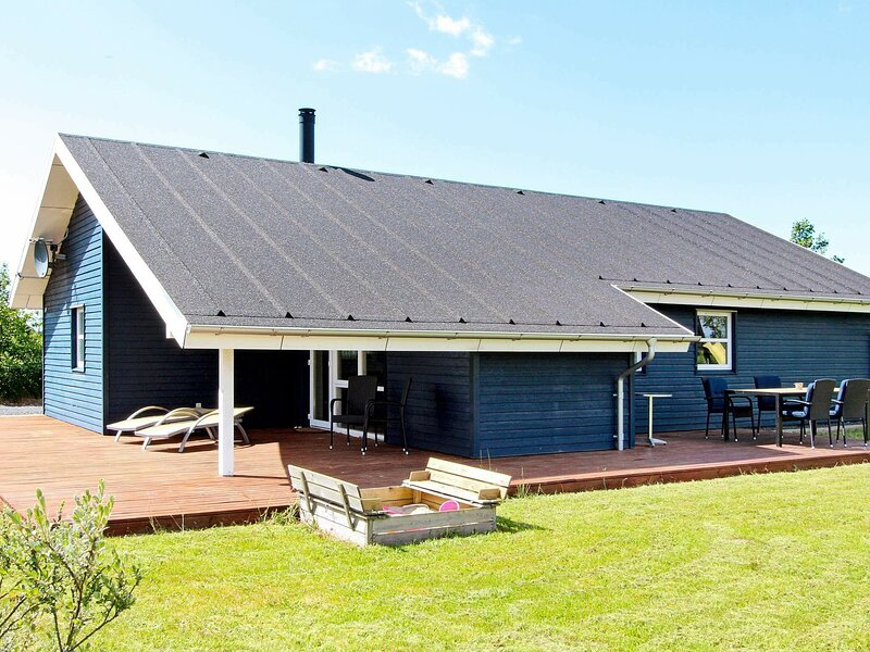 Tranquil Holiday Home in Brovst with Whirlpool, holiday rental in Jammerbugt Municipality