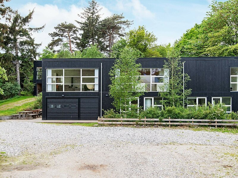 Gorgeous Holiday Home in Ebeltoft with Jacuzzi, holiday rental in Balle