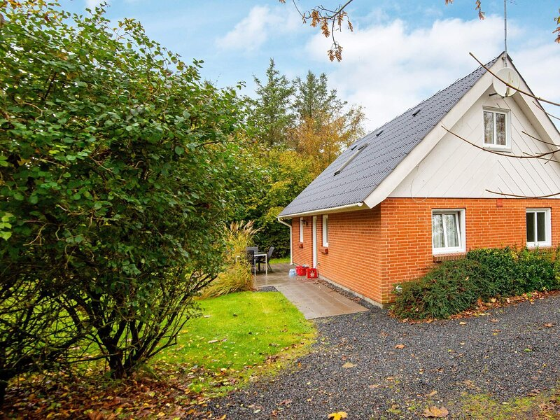 Stylish Holiday Home in Ulfborg with Sauna, holiday rental in Vederso Klit