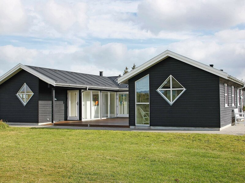 Stunning Holiday Home in Hirtshals with Jacuzzi, casa vacanza a Hirtshals