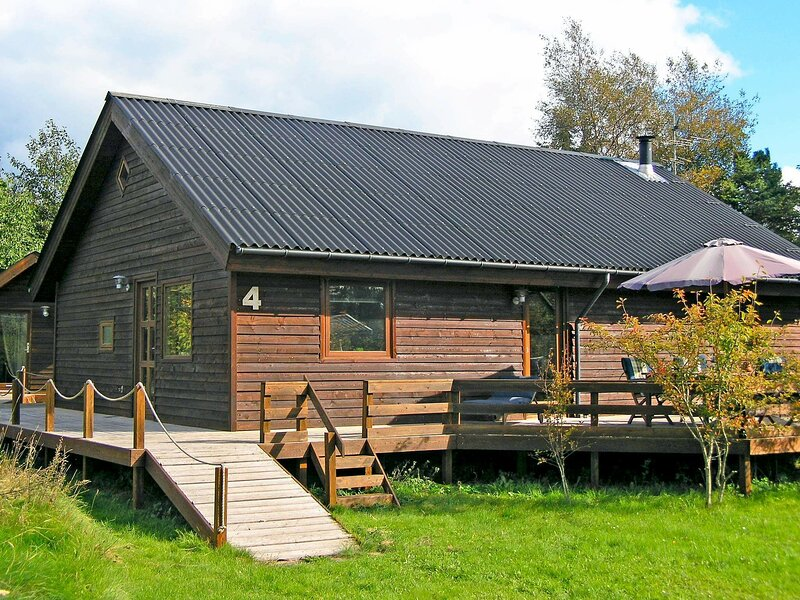 Superb Holiday Home in Hals Jutland with Terrace, vacation rental in Geraa
