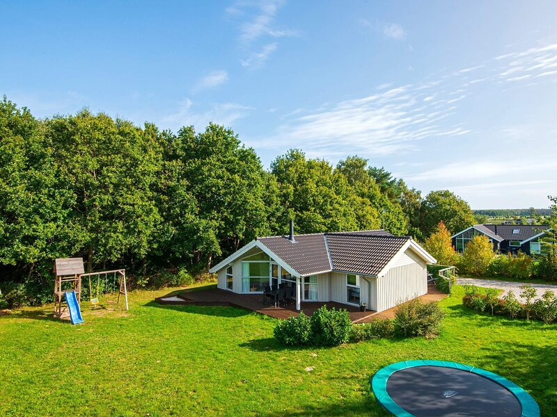 Lovely Holiday Home in Glesborg Jutland with Sauna, holiday rental in Fjellerup Strand