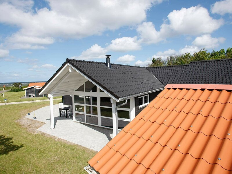 Spacious Holiday Home in Logstor with Swimming Pool, holiday rental in Vesthimmerland Municipality