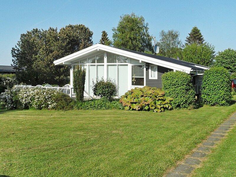Cozy Holiday Home in Svendborg with Terrace, location de vacances à Tranekaer