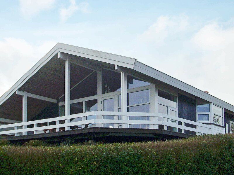 Modern Holiday Home in Jutland with Vejle Fjord View, holiday rental in Skive