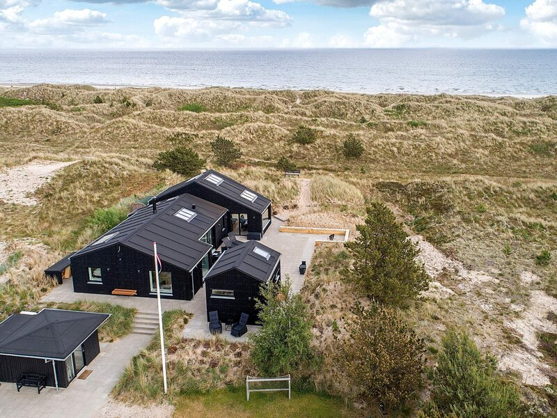 Secluded Holiday Home in Jutland with Terrace, holiday rental in Hulsig