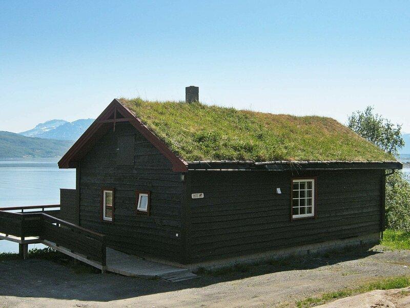 6 person holiday home in Hamnvik, alquiler vacacional en Harstad