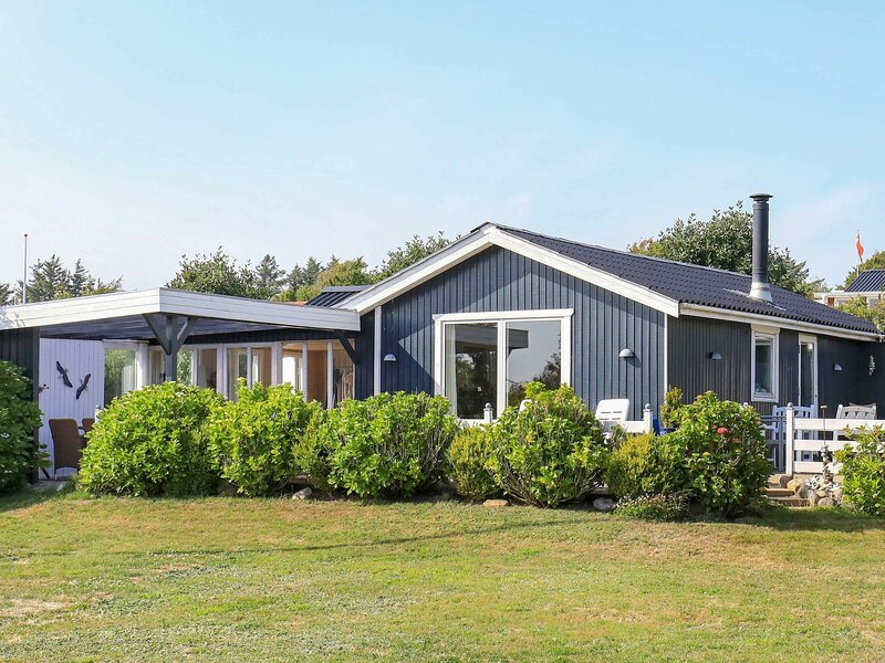 Comfy Holiday Home in Struer with Terrace, holiday rental in Vinderup