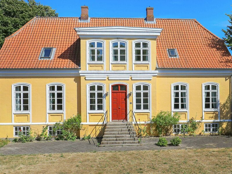 Vintage Holiday Home in Syddanmark with Private Whirlpool, holiday rental in Rudkobing