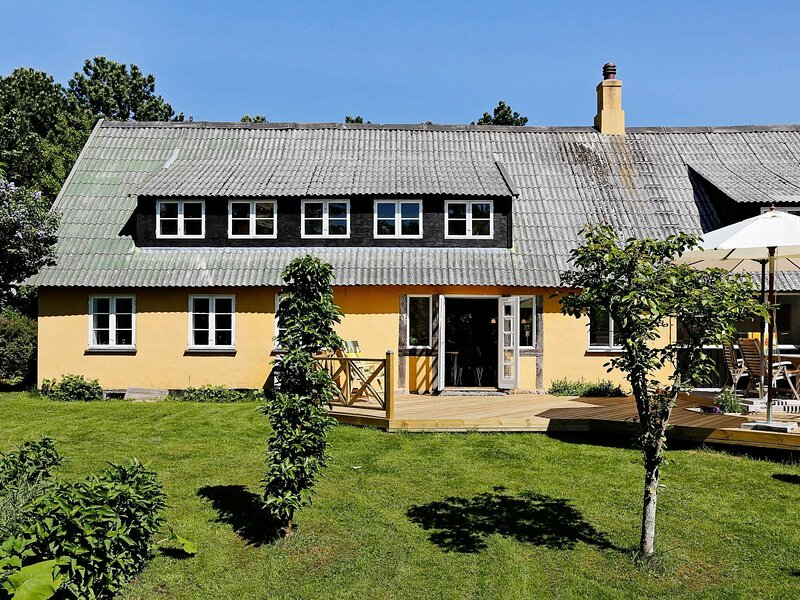 Beautiful Holiday Home in Vejby with Private Whirlpool, holiday rental in Tisvildeleje