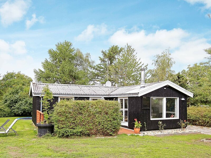 Appealing Holiday Home in Hovedstaden with Terrace, holiday rental in Gilleleje