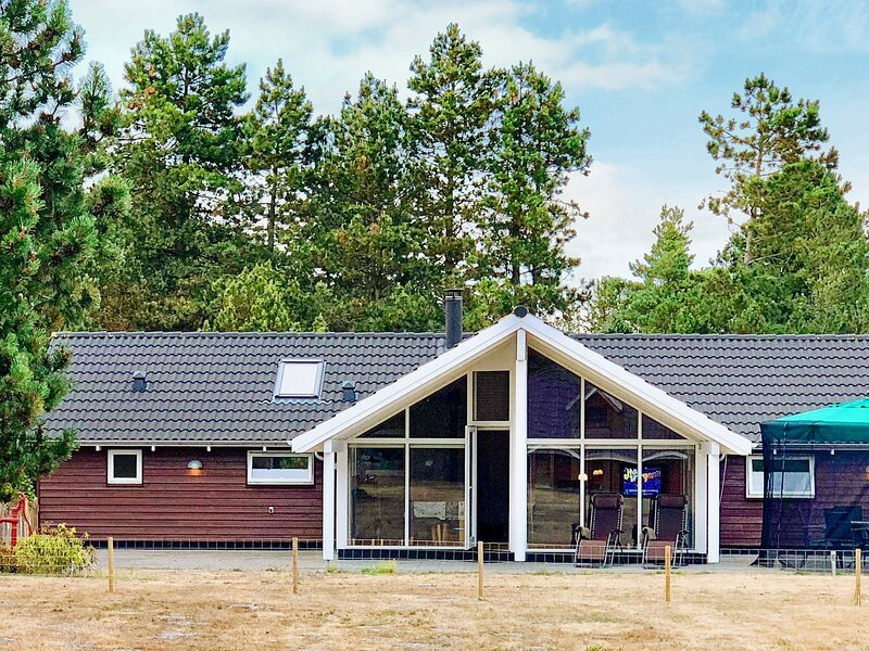 Luxurious Holiday Home in Rødby with Sauna, holiday rental in Maribo