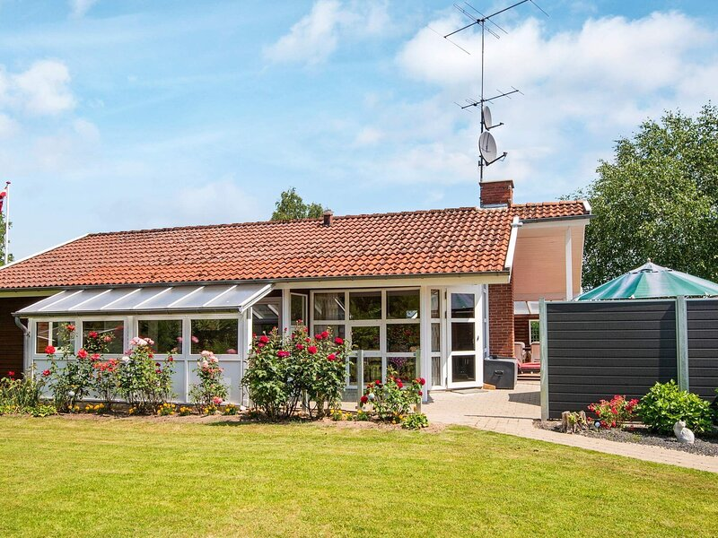 Charming Holiday Home in Jutland with Private Whirlpool, holiday rental in Vejen