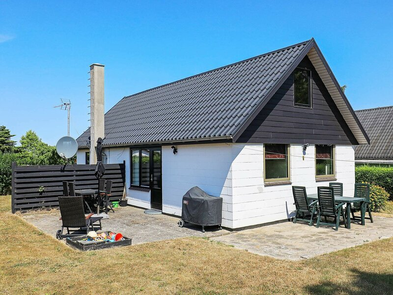 Rustic Holiday Home in Funen with Terrace, location de vacances à Brenderup