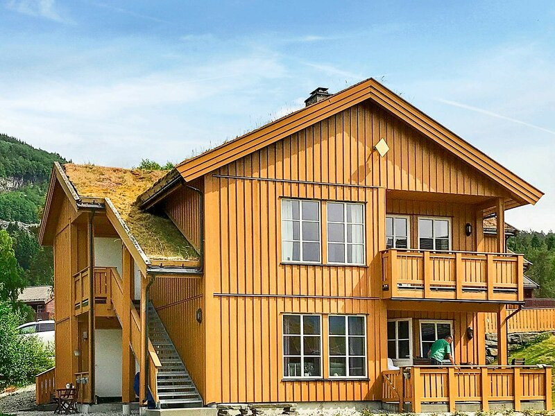8 person holiday home in Skulestadmo, vacation rental in Vossevangen