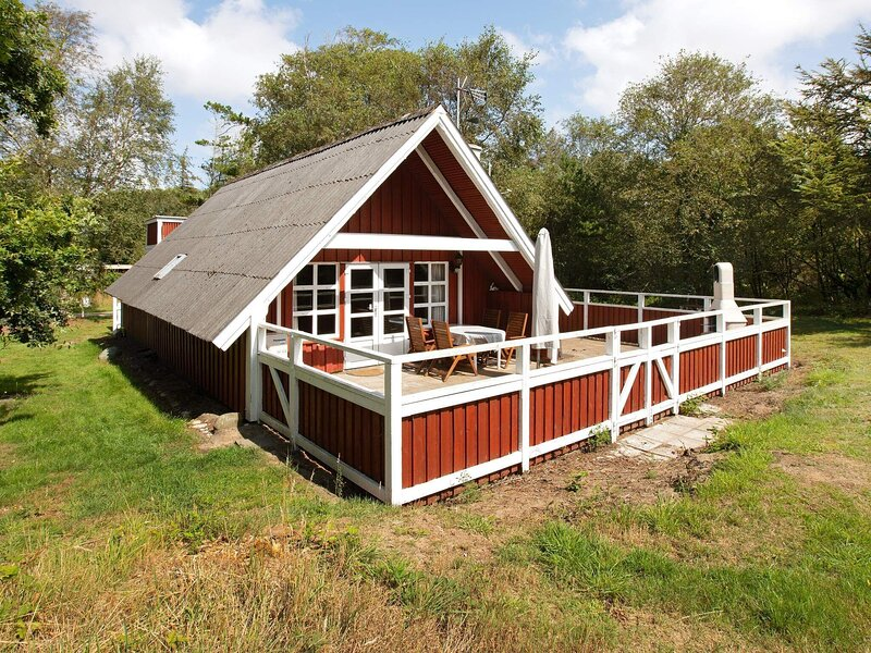 Beautiful Holiday Home in Ringkøbing with Terrace, vakantiewoning in Vesterhede