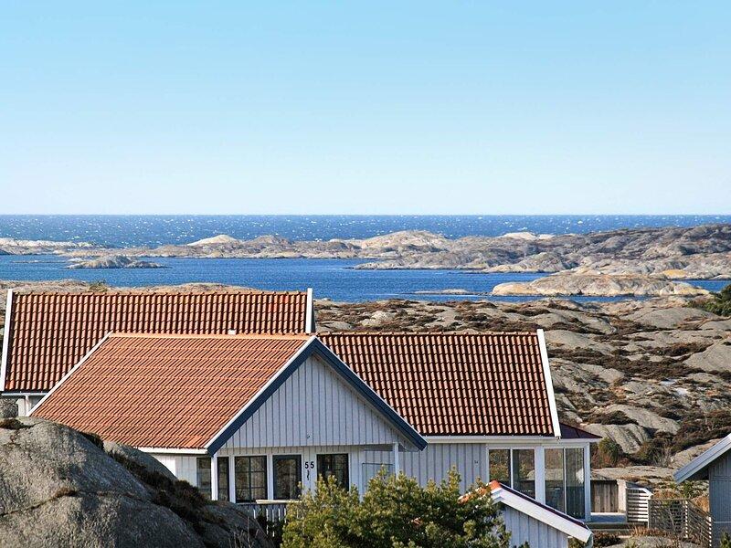 6 person holiday home in ELLÖS – semesterbostad i Fiskebäckskil