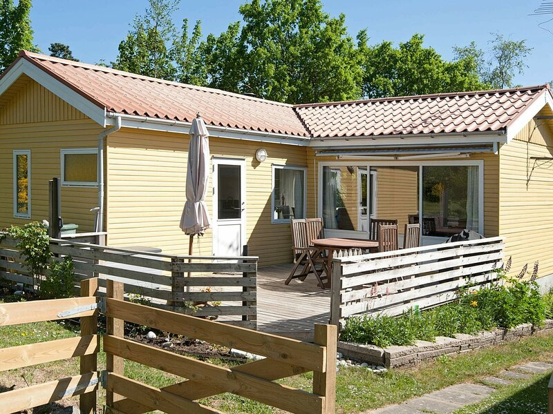 Luxurious Holiday Home in Ebeltoft with Terrace, location de vacances à Femmoeller
